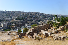 The old city and the new city (Francisco Anzola) Tags: jordan middleeast city urban arabic amman ruins citadel skyline vista dense density