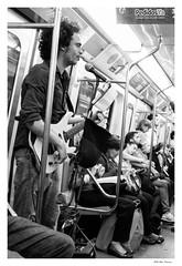 Cantante en el subte / Subway singer (feluss2016) Tags: street urbana urban subte subway underground singer cantante blancoynegro blackandwhite