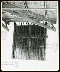 detalle hospital san juan dios en la Alameda 1940, creo que el Museo la tiene al reves (santiagonostalgico) Tags: chile santiago antiguo foto fotografia album historico antigua chilean chileno siglo 20 19 edificio calle