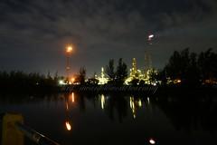 Pabrik dari Jauh (Hery Awan) Tags: night factory sony balikpapan minyak pertamina kilang