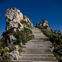 Up to the Top (gibel49) Tags: rocce gradini vegetazione panoramicapomilazzosiciliablumare