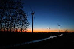 Four windmills at dusk (schermpeter42) Tags: trees sunset sky cars netherlands zonsondergang shadows dusk nederland windmills windmolen alphenaandenrijn n11 silouets
