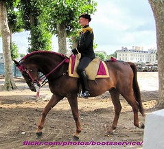 """bootsservice 12 3097 R (bootsservice) Tags: horses horse army cheval spurs uniform noir boots military traditions gloves cavalier uniforms » rider officer cadre cavalry militaire bottes carrousel ene riders armée chevaux uniforme officers cavaliers saumur « breeches anjou cavalerie uniformes gants officier """"riding boots"""" eperons"""