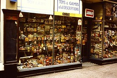 ENGLAND / WALES 1977 pic50 (streamer020nl) Tags: uk wales toys corgi lego cardiff games gb stephens toyshop meccano toyland airfix speelgoed highstreetarcade speelgoedwinkel