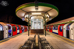 Hainault Station (Paki Nuttah) Tags: uk travel england london night train dark underground waiting europe room tube platform rail trains east gb hainault sttaion