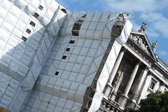 Wien (Harald Reichmann) Tags: wien museum stadt verpackung muster renovierung fassade christo quadrat kunsthistorischesmuseum geometrie dreieck schutz abdeckung alltagskunst