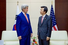 Secretary Kerry Chats With Republic of Korea Foreign Minister Yun Byung-Se at the National Convention Center in Vientiane (U.S. Department of State) Tags: johnkerry laos vientiane yunbyungse asean associationofsoutheastasiannations