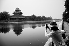 Taking Pictures (sunnywinds*) Tags: beijing china theforbiddencity leica summilux monochrom imperial palace people street water moat