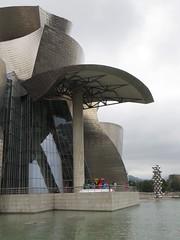 """El gran arbol y el ojo"", Anish Kapoor, ""Tulipanes"", Jeff Koons, muse Guggenheim (1997) et la Tour Iberdrola (2007), Bilbao, Biscaye, Pays Basque, Espagne. (byb64 (en voyage jusqu'au 09-10)) Tags: bilbao bilbo biscaye viscaya bizkaia biscay biscaglia paysbasque euskadi euskalherria paisvasco espagne espana spain spagna spanien europe europa eu ue nervion museguggenheim museoguggenheim guggenheim gehry frankgehry muse museo museum bi titane titanium maman araigne louisebourgeois webspinne spider araa araneae sculpture escultura ragno anishkapoor jeffkoons"