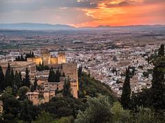 vista general de la Alhambra con Granada al fondo (marodrixx62) Tags: alhambra ocaso paisaje urbano granada torres vista general puesta de sol