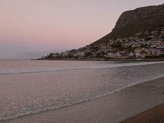 Fish Hoek bay (andbog) Tags: ocean sunset sea panorama fish seascape canon landscape southafrica tramonto mare powershot za atlanticocean paesaggio oceano fishhoek compactcamera g12 hoek sudafrica oceanoatlantico canong12