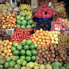 Juicy (+PeterCH51+) Tags: bali fruit indonesia square juicy market squareformat fruitmarket bedugul candikuning earthasia peterch51 flickrtravelaward bedugulmarket