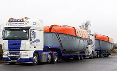 KC Transport pair (gylesnikki) Tags: white truck lifeboat artic daf xf kctransport hn11vcl