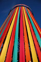 (Sin Herbert) Tags: pink blue red summer music orange sun color colour beautiful festival azul colorado colours fairground glastonbury bluesky dia musica verano blueskies colourful funfair 2009 glasto roja glastonbury2009