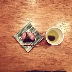 ひな祭り。 桜餅。 茶。