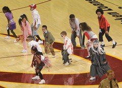 Kids doing the Thriller dance (Erik Daniel Drost) Tags: ohio basketball cleveland arena nba cavaliers cavs loans quicken quickenloansarena