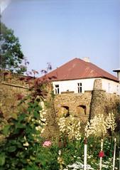009_Ungvr_1992 (emzepe) Tags: castle ukraine 1992 chateau burg vr kirnduls ukraina   nyr ungarisch oblast  uzhgorod ukrayina jlius ukrajna uzhhorod ungvr krptalja  regiunea uhorod zakarpatska zakarpattia   subcarpatia ungwar uhorod  szervezett krptaljai ujhorod  ungvri