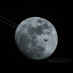 Fly me to the Moon (MedioTuerto) Tags: bigma olympus lunallena gi fotomontaje photosniper sigma50500mmhsm e520