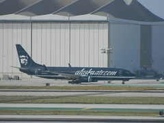 Alaska Airlines special livery Boeing 737 @ LAX (jeff_soffer) Tags: lax alaskaairlines n548as boeing737890 specialliveryjet