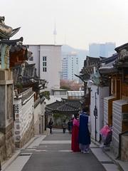 Bukchon-ro (Travis Estell) Tags: bukchonhanokvillage jongno jongnogu korea nseoultower n republicofkorea seoul southkorea