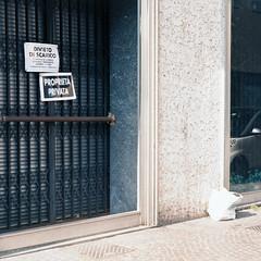 Un divieto ignorato... (sirio174 (anche su Lomography)) Tags: divieto spazzatura immondizia sacchetto como inciviltà