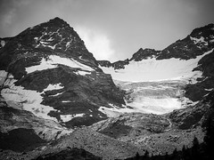 Glacier in Val Martello ((Argia Sbolenfi)) Tags: montagna trekking valmartello glacier ghiacciaio