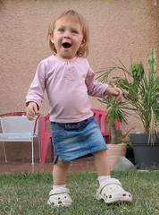 Prendre les chaussures des grands...LE BONHEUR (LILI 296 ...) Tags: maelys bb canonpowershotg7x girl fillette sabot humor humour joie enfance