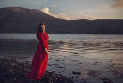 Memories of Scotland. 2. Ullapul (Tania Cervin) Tags: seleccionar me selfportrait auto autorretrato dress vestido rojo mar sea azul blue sunset atardecer escocia scotland fine art canon taniacervianphotography
