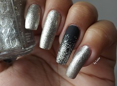 Beyond cozy, Essie [close] (Lai Gomes :D) Tags: glitter hits nailpolish risque essie prata esmalte pretofosco beyondcozy