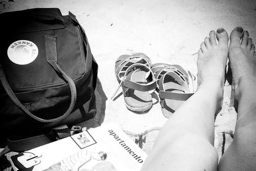 beach sand manly sydney fjällräven backpack thegoodlife apartemento saltwatersandals