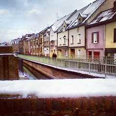 Le neige d'Amiens (alorollo) Tags: life travel houses house snow france colour travelling weather river photography personal postcard neige amiens picardie yearabroad