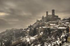 Cisterna D'Asti (gviarizzo) Tags: nuvole neve castello paesaggio cielogrigio cisternadasti absolutegoldenmasterpiece