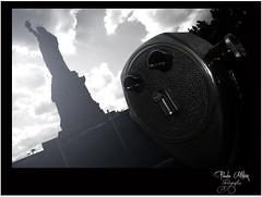 NUEVA YORK - Fantasmas! (Paulapy) Tags: nyc newyork blancoynegro libertad nikon nuevayork observatorio eeuu estatuadelalibertad d80 paulapy