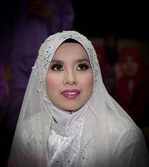 Farini (sydbad) Tags: wedding white men girl canon bride women flash jewelery metz kelantan 24105mm pasirputeh tokbali 5dmk2