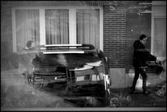 Ronse (B) - Zonnestraat - 2016/01/08 (Geert Haelterman) Tags: geert haelterman streetphotography straatfotografie photographiederue photoderue fotografadecalle fotografiadistrada strassenfotografie candid streetshot monochrome black white blackandwhite zwart wit belgium ronse renaix fujifilm x10