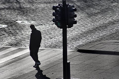 Mann og signalanlegg (Bymiljetaten) Tags: abstrakt fotgjenger gangfelt illustrasjon illustrasjonsbilde illustrasjonsfoto overgang signal sorthvitt trafikklys sh illustrasjonfoto illustrasjonsbilder bruker folk menneske mennesker person personer
