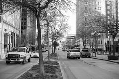 Rush hour (MMortAH) Tags: 30mm america bw black d90 nikon oklahoma sigma usa cars monochrome road street white winter