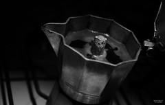 Un caff ;) (Ricardo Alguacil) Tags: bologna bolonia italia ricardo alguacil ricardoalguacil canon eos 7d 2470 blanco negro black white bianco nero byn bw cafe cafetera desayuno maana coffee breakfast morning caff colazione mattina