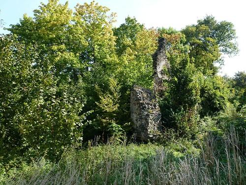 Fragmenty wieży zamku w Kłaczynie