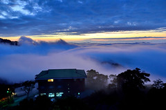 DSC_0465Sunset on Yun Dong Landlord Holdings - Sanyi township, Miaoli County (michaeliao27) Tags: