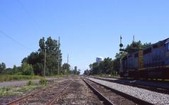 CSX_Deshler-OH_MarionSt_CSX2526-local_EY2002-1 (C Telles) Tags: railroad bridge light color train toledo oh bo signal position csx subdivision deshler