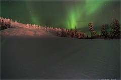 Dancing with the Aurora borealis (Explored) (TenZ.NL (back again)) Tags: longexposure snow cold green suomi finland landscape lights view pentax freezing clear le aurora northern northernlights auroraborealis borealis k5 slopes nationalparc funpark skiarea poollicht 22c pyh pyhatunturi smcda14mmf28 pyhaluosto