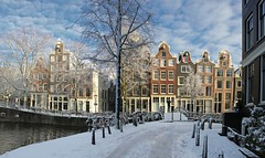 Amsterdam covered by flakes of snow (Bn) Tags: world street trees windows winter light sunset people sun seagulls house snow cold holland heritage church water netherlands dutch amsterdam weather bike corner walking frank anne boat canal cozy cool topf50 colorful shadows jan snowy walk seagull sneeuw bikes atmosphere scooter file canals unesco brug snowfall sled topf100 mokum rembrandt meeuw meeuwen gezellig cafs jordaan herengracht sleding bycicle westertoren brouwersgracht nowandthen pakhuis lange noordermarkt westerkerk wester celcius annefrankhuis grachtengordel rondvaartboot 1000km 100faves 50faves 1c lekkersluis