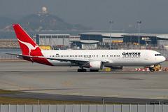 Qantas, Boeing 767-300ER, VH-OGT, Hong Kong International (Dennis HKG) Tags: plane canon airplane hongkong airport aircraft boeing qantas hkg 767 30d qf planespotting oneworld boeing767 cheklapkok 767300 767300er 100400 boeing767300 vhhh qfa 07r boeing767300er vhogt shalowan