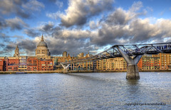 "Millennium Bridge • <a style=""font-size:0.8em;"" href=""http://www.flickr.com/photos/45090765@N05/8537630282/"" target=""_blank"">View on Flickr</a>"