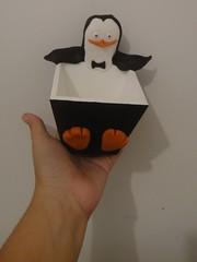 Porta Guloseima Pinguim (Ateliê Cláudia Freitas (antigo Biscuit by Taudia) Tags: alex gloria biscuit marty madagascar pinguim melman lembrancinha lembrancinhas porcelanafria