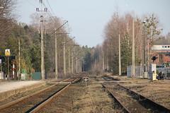 Kolonowskie train station 06.03.2013 (szogun000) Tags: railroad station canon platform tracks poland polska rail railway pkp opolskie opolszczyzna kolonowskie canoneos550d canonefs18135mmf3556is d29144