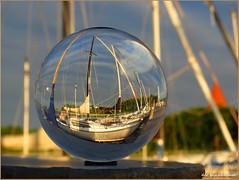 Hafenidylle ... (der bischheimer) Tags: sonnenaufgang hafen kugel ball crystal rund derbischheimer poel