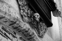 Marienkirche, Lbeck. (SkipperWP) Tags: skull church stmaryschurch lbeck deutschland germany monochrome bw blackwhite blackandwhite marienkirche stmarienzulbeck fuji fujifilm xe2 xf1855