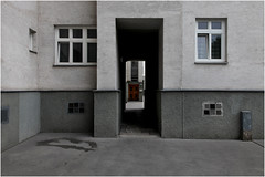 im Winarsky-Hof (LichtEinfall) Tags: img0311wynarskyfin3000 raperre architektur fassade winarskyhof wien
